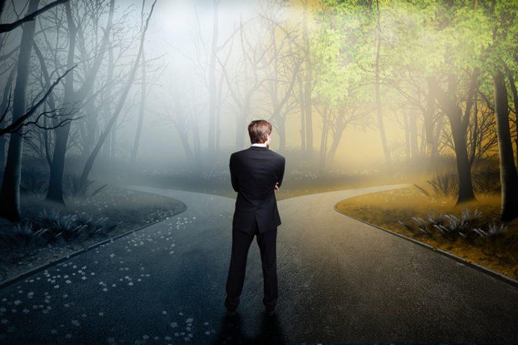 Entscheidungen treffen, Mann an Weggabelung