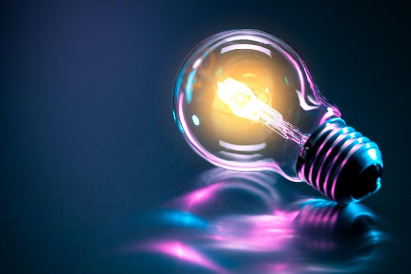 Leuchtende Glühbirne, Vital und Genial, hochmotiviert